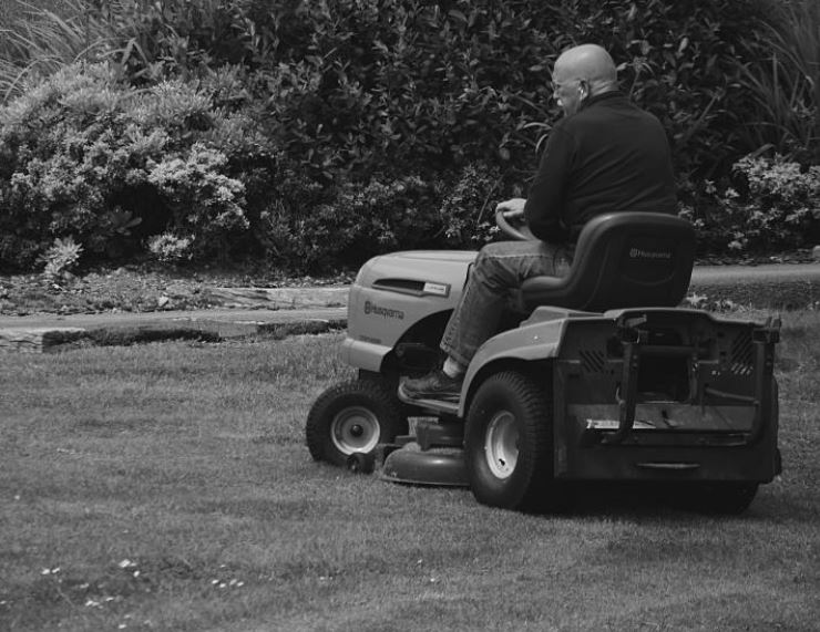 How to Change Oil in Lawn Mower